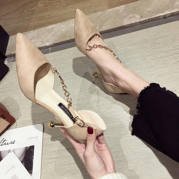 3ca566c491e Елегантни дамски обувки с висок ток в бежов и черен цвят с декоративни  камъни - Badu.bg - Светът в ръцете ти