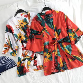 Модерен дамски халат с колан и различни десени