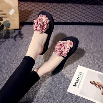 Стилни дамски чехли с 3D елемент в три цвята