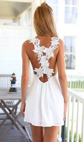 Лятна дамска бяла рокля с дантела по гърба