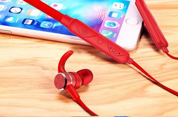 Безжични Bluetooth  слушалки  за спорт с микрофон, Bluetooth,магнит и зареждане с USB кабел в червен цвят