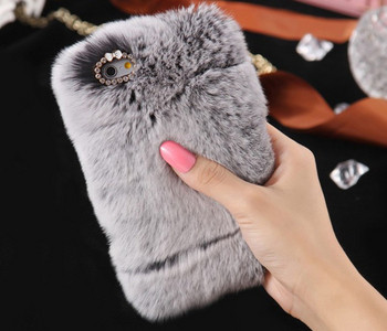 Пухен калъф в сив цвят и елемент камъни за iPhone X и iPhone XS