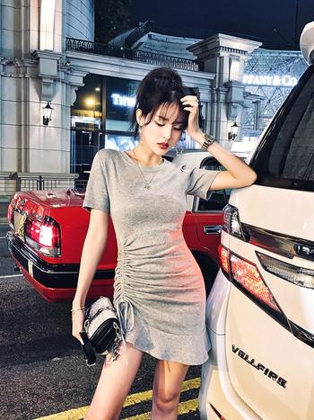 Спортно елегантна дамска рокля с къс ръкав