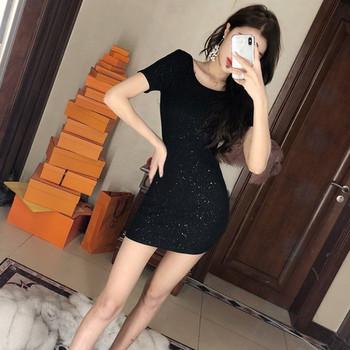 Черна лъскава рокля с гол гръб и къс ръкав