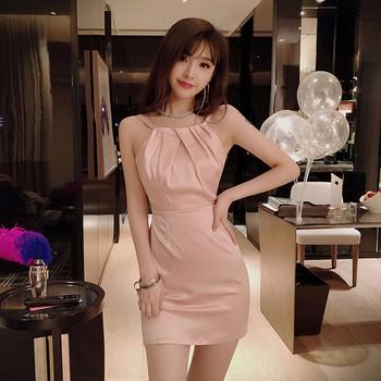 Стилна дамска рокля в розово с гол гръб