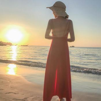 Дълга дамска рокля в червено с цепка и тънки презрамки