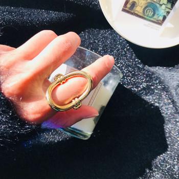 Стилен дамски пръстен в златист цвят
