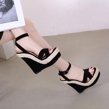 Дамски модерни сандали с платформа в черен цвят