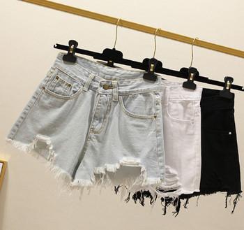 Къси дамски панталони с разкъсани мотиви в три цвята