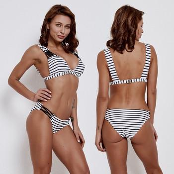 Стилен бански раиран костюм с триъгълно горнище и размер до 2XL