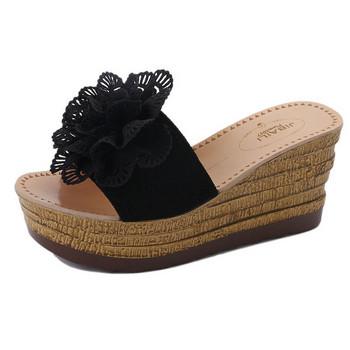 Модерни дамски чехли с висока подметка в три цвята с 3D елемент