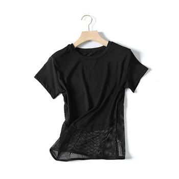 Спортна дамска тениска с къс ръкав и мрежеста част в бял и черен цвят