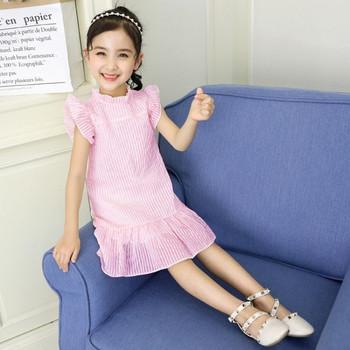 Актуална детска рокля разкроен модел в розов цвят