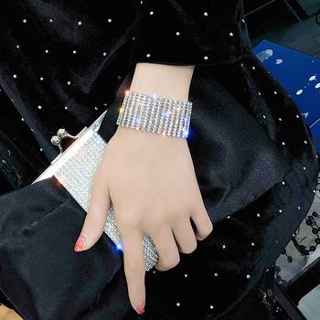 Модерна дамска гривна в сребрист цвят с камъни