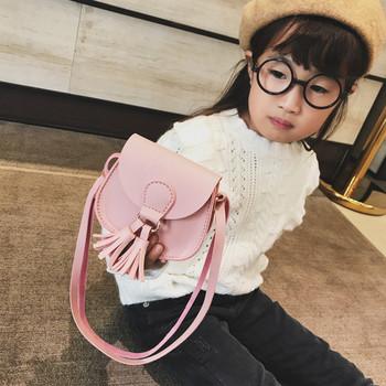 Модерна детска чанта с висящи мотиви в няколко цвята