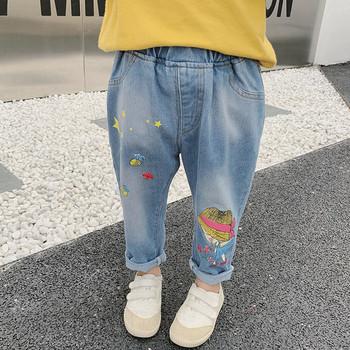 Актуални детски дънки за момичета с висока талия и цветна апликация