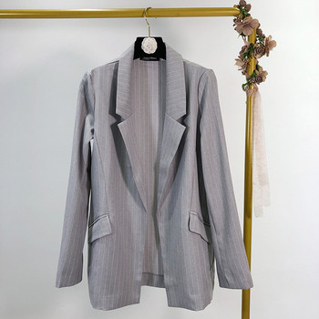 Дамско раирано сако в сив цвят