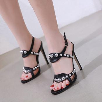 Модерни дамски сандали с висок ток и метални елементи в два цвята