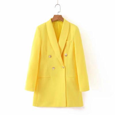 Елегантно дамско сако с двойно закопчаване в жълт цвят