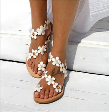 Дамски модерни сандали с равна подметка и декоративни перли