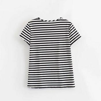 Дамска раирана тениска с О-образно деколте в черно-бял цвят