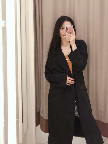 Дамско елегантно дълго палто в черен цвят