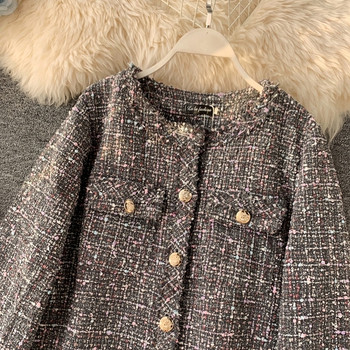 Стилно дамско късо палто с копчета