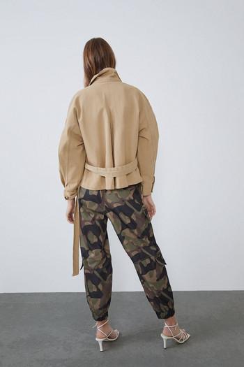 Дамско дънково яке в кафяв цвят - широк модел