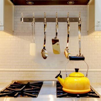 Закачалка от неръждаема стомана подходяща за дрехи, кърпи и кухненски принадлежности