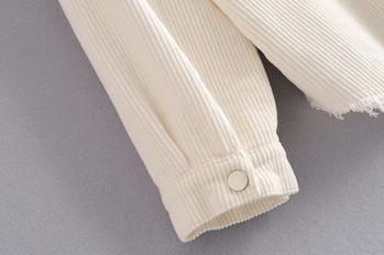 Джинсово яке в бял цвят с копчета и джобове