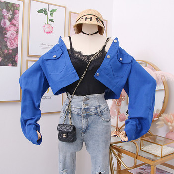 Ένα μοντέρνο μοντέρνο γυναικέιο  μπουφάν  κοντό με κουμπιά σε δύο χρώματα