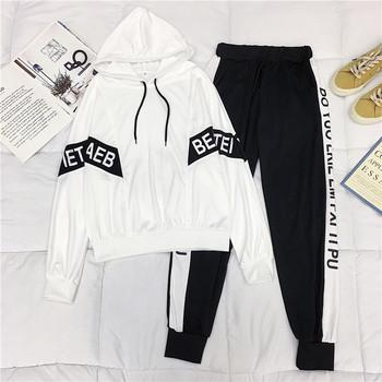 Дамски спортен екип включващ суичър с качулка и долнище в черен и бял цвят