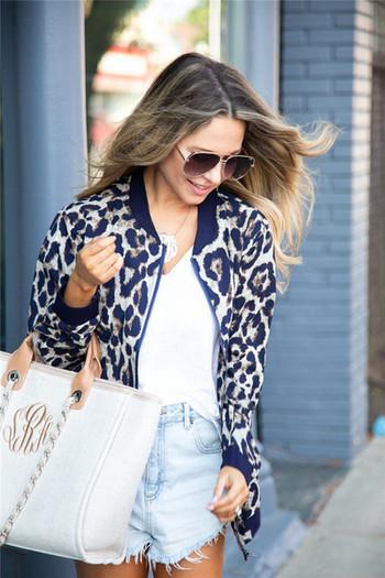 Γυναικίο μακρύ μπουφάν με τσέπη και ζωικό μοτίβο