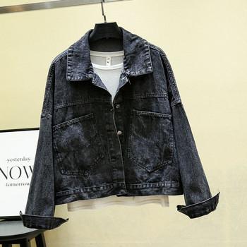 Μοντέρνο και  κομψό μπουφάν με μαύρο και μπλε χρώμα με γυαλιστερή επιγραφή