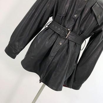 Γυναικείο έκο δερμάτινο μπουφάν με κουμπιά και ζώνη σε μαύρο χρώμα