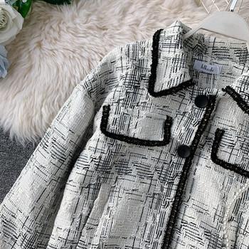 Κομψό γυναικείο σακάκι  με  κολάρο σε ανοιχτό χρώμα