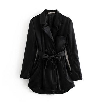 Λεπτό παλτό σε μαύρο χρώμα  με κουμπιά και κορδόνι στη  μέση
