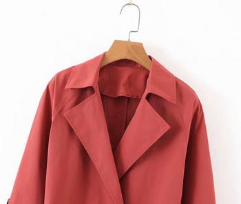 Елегантно дамско дълго палто с копчета и колан