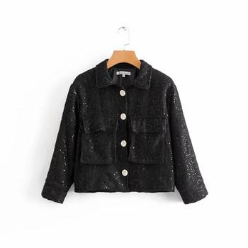 Μοντέρνο γυναικείο μπουφάν με πούλιες και τσέπες σε μαύρο και άσπρο χρώμα