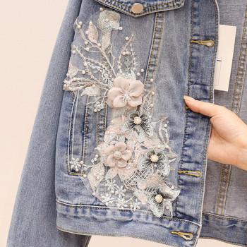 Γυναικείο τζιν μπουφάν με τρισδιάστατη διακόσμηση και σκισμένα μοτίβα