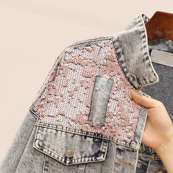 Γυναικείο τζιν μπουφάν με πούλιες και ανοιχτό χρώμα