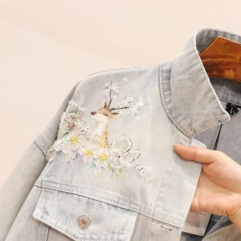Γυναικείο τζιν μπουφάν με σχισμένα μοτίβα σε ανοιχτό χρώμα