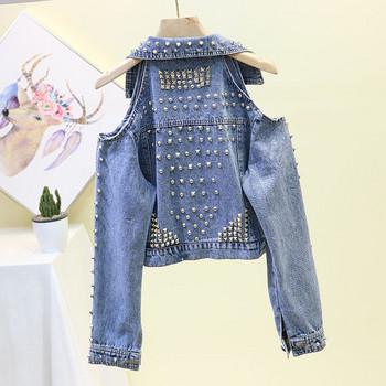 Νέο μοντέλο μπουφάν τζιν μοντέλο με γυμνά ώμους και μεταλλικά στοιχεία σε μπλε χρώμα