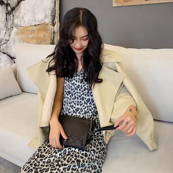 Μοντέρνο γυναικείο μπουφάν  από οικολογικό δέρμα σε μαύρο και μπεζ χρώμα