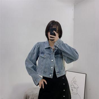 Κοντό γυναικείο τζιν μπουφάν με κουμπιά και μακρύ μανίκι σε μπλε χρώμα