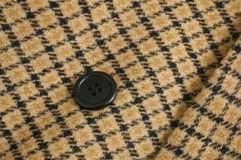Дълго дамско карирано палто с копчета
