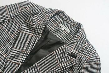 Елегантно дълго карирано палто с копче и дълъг ръкав