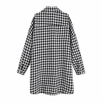 Дамско тънко карирано палто с джобове