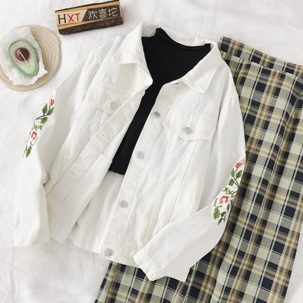 Μοντέρνο γυναικείο μπουφάν τζην σε λευκό χρώμα  με κεντήματα