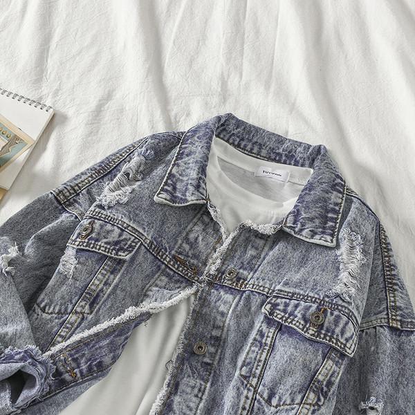 Μοντέρνο  γυναικείο μπουφάν σε μπλε χρώμα με κουμπιά